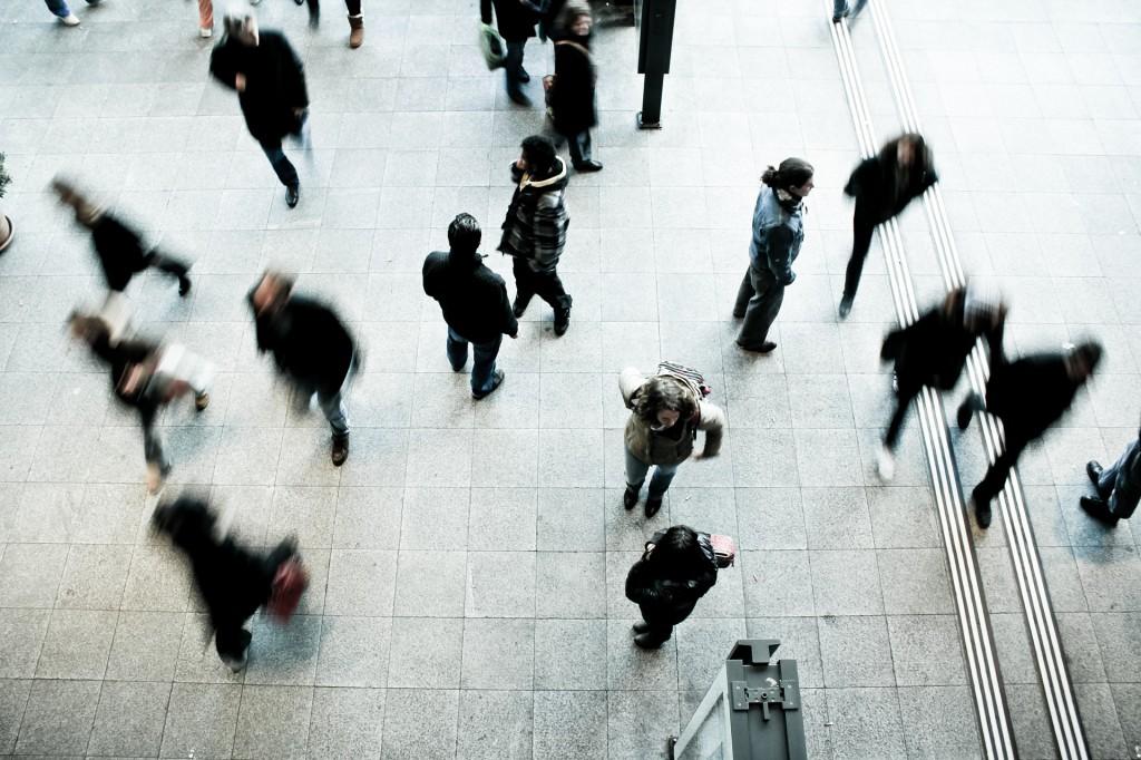 pedestrians-1209316_1920
