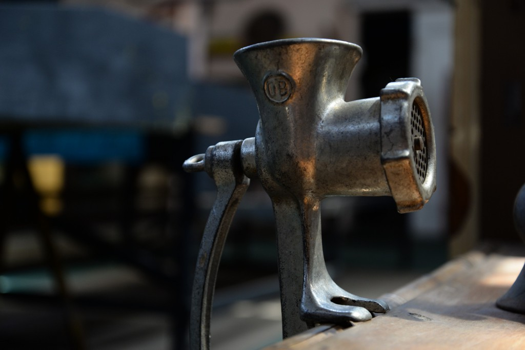 grinder-710572_1920